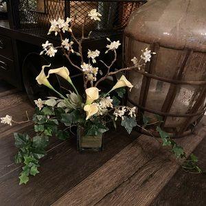 Accents - New gorgouse floral arrangement